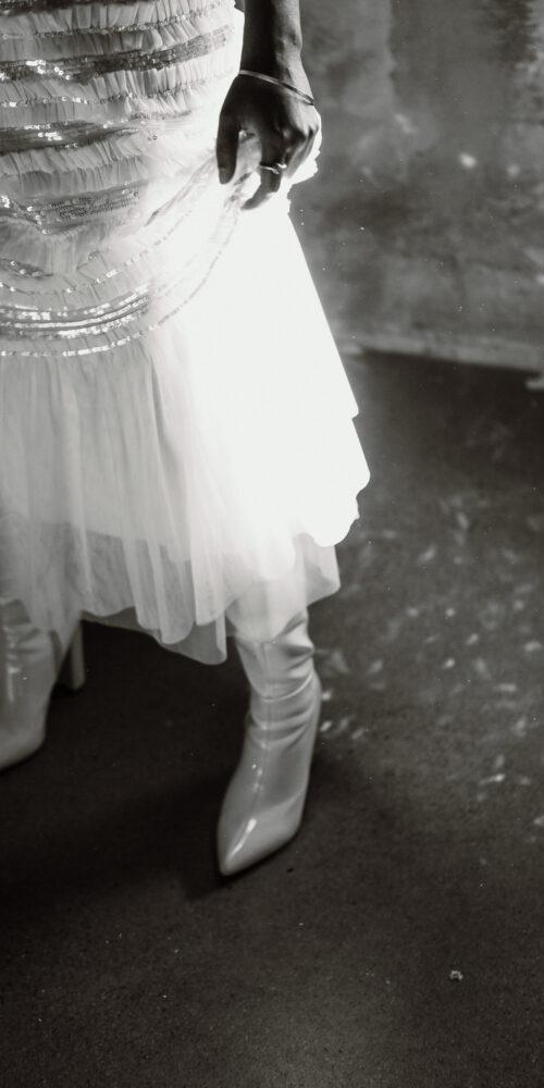 weddingplanner-schweiz_minimalistische-hochzeit-braut-stiefel