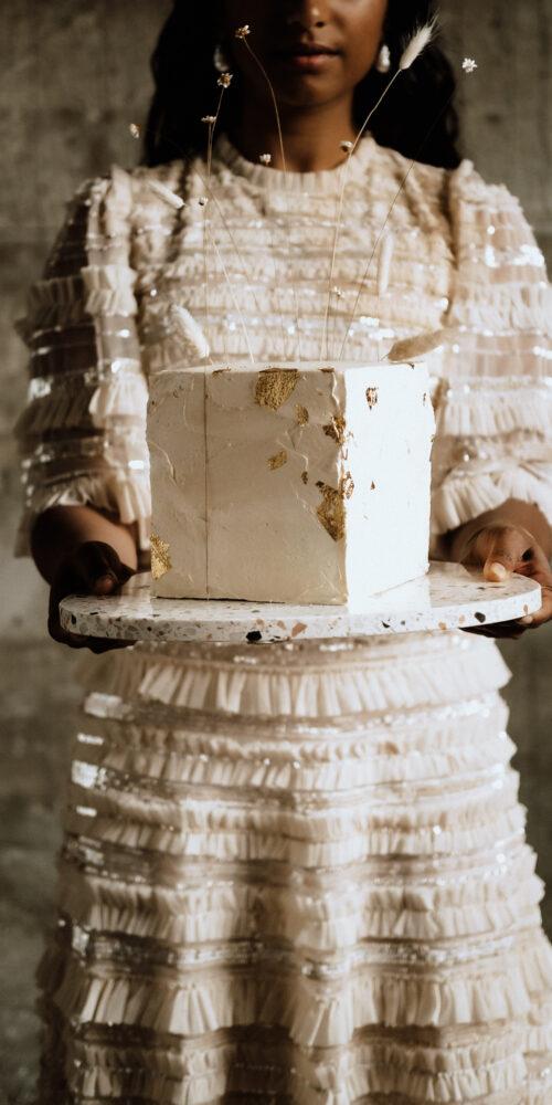 weddingplanner-schweiz_minimalistische-hochzeit-braut-torte