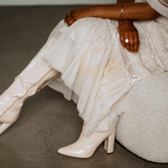 weddingplanner-switzerland_minimalistische-hochzeit-bride-shoes