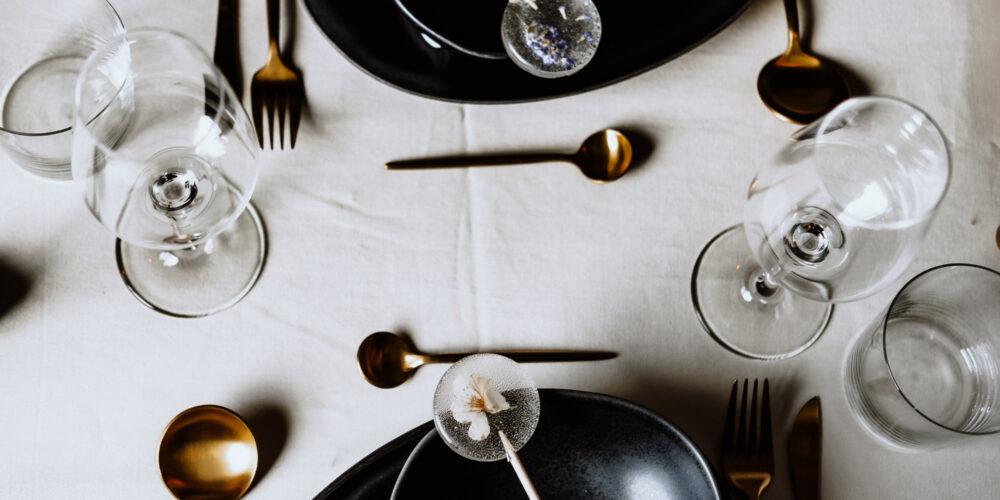 wildheartweddingplanning-weddingplaner-schweiz_minimalistische-hochzeit-tischdeko